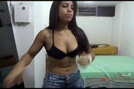 Atriz porno brasileira gata transando com homem dotado