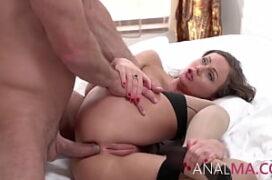 Filme de sexo com baixinha sendo fodida só no cu