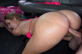 Cam4 sexo ao vivo dentro do carro com loira cuzuda